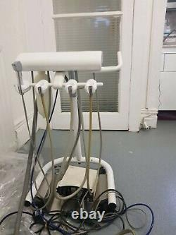 Table D'unité De Livraison Dentaire-brackette Avec L'état De Fonctionnement D'unité Mais Employée